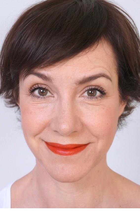 Make up Tutorial mit der Schminktante: Basis Make up mit dem Fokus auf den Lippen, hier mit rotem Lippenstift.