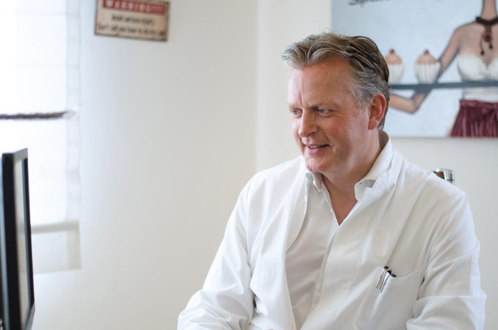 Dr. Ludger Müller aus der Villa Bella, München ist Spezialist für ästhtisch-plastische Schönheitschirurgie.