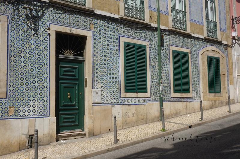Azulejos, Kacheln, Fliesen, Tradition, Hausfassade, Haus, Lissabon, grün, fensterläden, Reisebericht, Ü40Blog, Topblog, Portugal, Lissabon, Reise, Reisetipps, Reisen, Travel