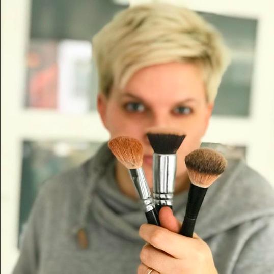 PÜNKTLICH ZUM MUTTERTAG: Beautyinterview bei der Schminktante: Henriette Jette Zwick alias Super MOM.