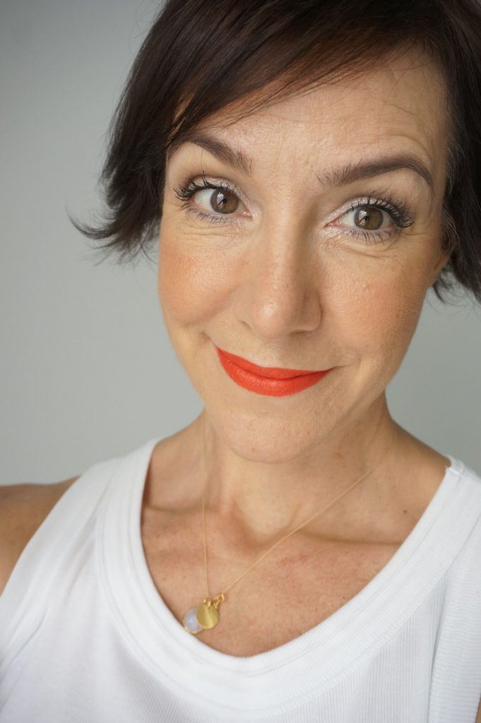 Make up, korres, Sommerlook, Türkis, Gold, natürliches Make up, Make up Tutorial, Tutorial, Schminktipps, Make up Artist, Schminktante, Anja Frankenhäuser, Top-Beautyblog, Top-Blog, Schminktipps, reife Haut, 40+, rote Lippem Statementlippen, Clarins
