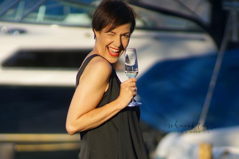 Mit Champagner ins neue Jahr - Die Schminktante wünscht alles Gute für 2018!