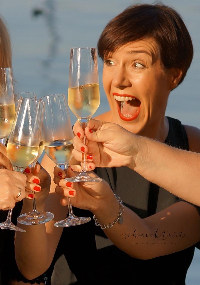 Champagnergläser und gute Laune.
