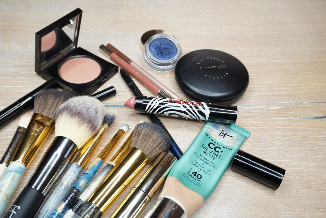 Blau, Make up, Tutorial, Make up Tipps, Smokey Eyes, Blaue Augen, blauer Lidschatten, Schminktipps, Schminkanleitung, Pantone Farbe, 2020, Classic Blue, Make up Artist, Beautyblog, Schminktante, Anja Frankenhäuser, Top-Beauty-Blog