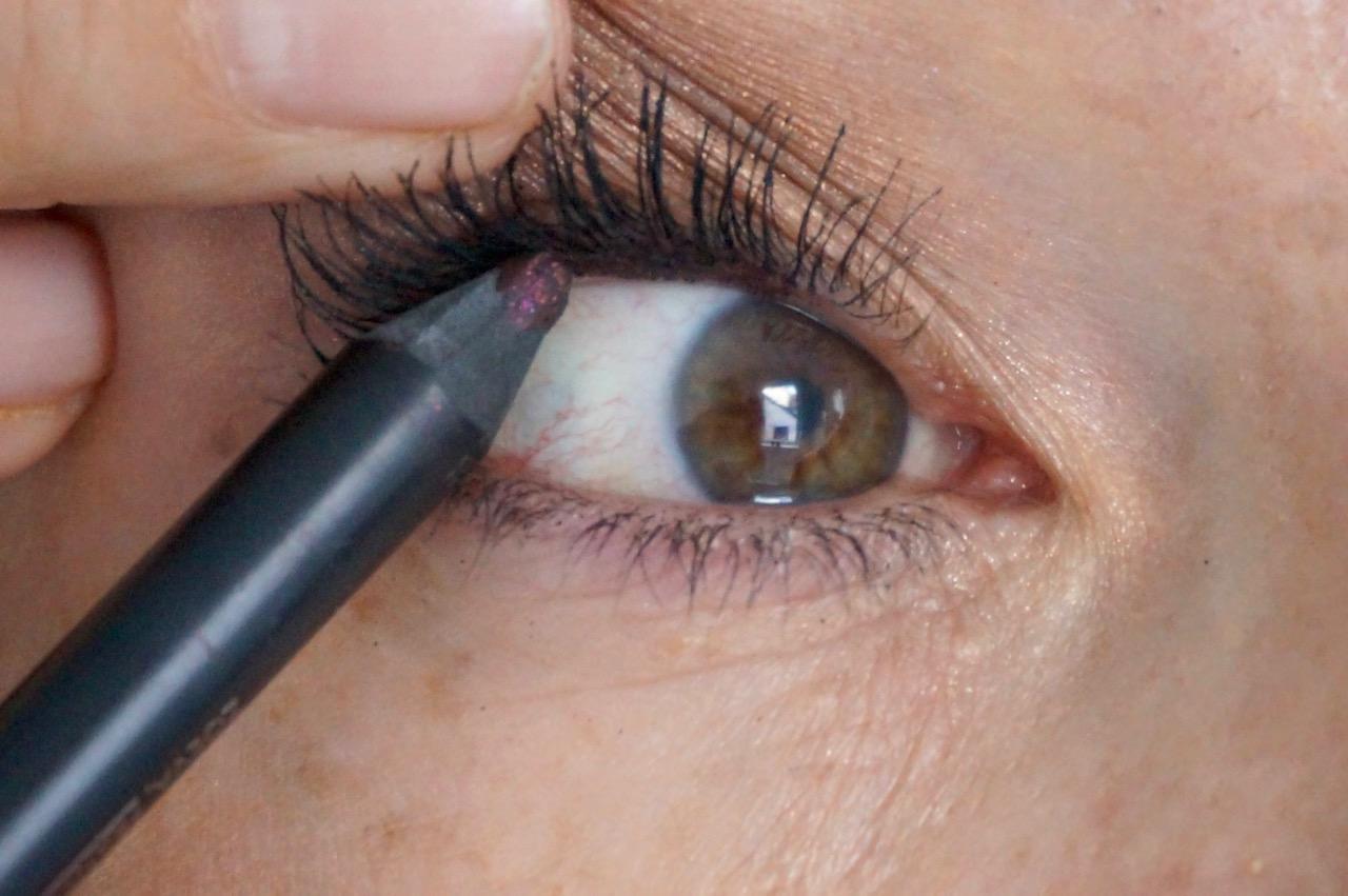 Tightlining - der unsichtbare Eyeliner für ausdrucksstärkere Augen erklärt von der Schminktante.