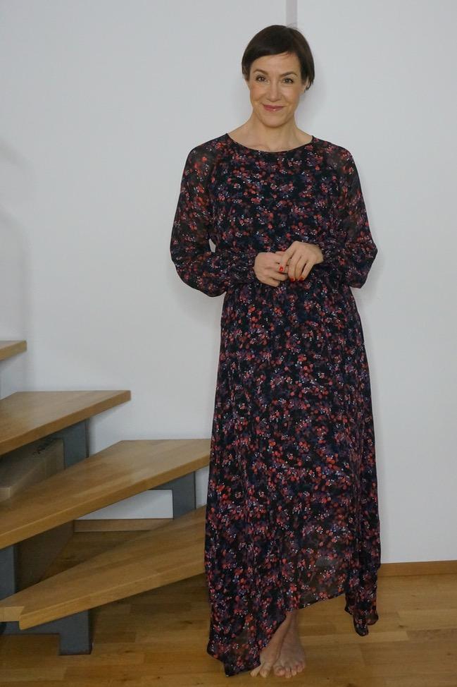 Wie stylt man ein Kleid im Winter? Schminktante Anja Frankenhäuser zeigt 5 sportlich-elegante Varianten, die perfekt für den Alltag sind. Kleid, Maxikleid, Styling, Stylingtipps, Mode, Modeberatung, Fashion, Fashioblog, Schminktante, Anja Frankenhäuser