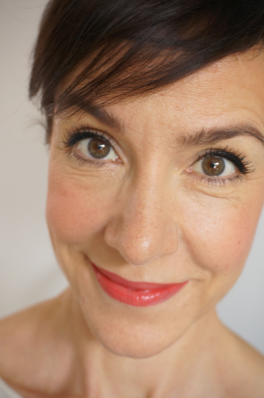 """""""Graphik"""" heißt der Herbst-Winter-Make up-Look von Clarins für die Saison 2017/18, den Schminktante Anja Frankenhäuser auf ihrem Blog zeigt."""