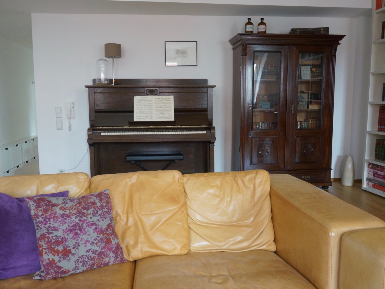 Umzug, Umziehen, Einrichten, Homedecor, Living, Lifestyle, Durlach, Karlsruhe, Wohnung, wohnen, Schminktante, Wohnzimmer, Klavier,