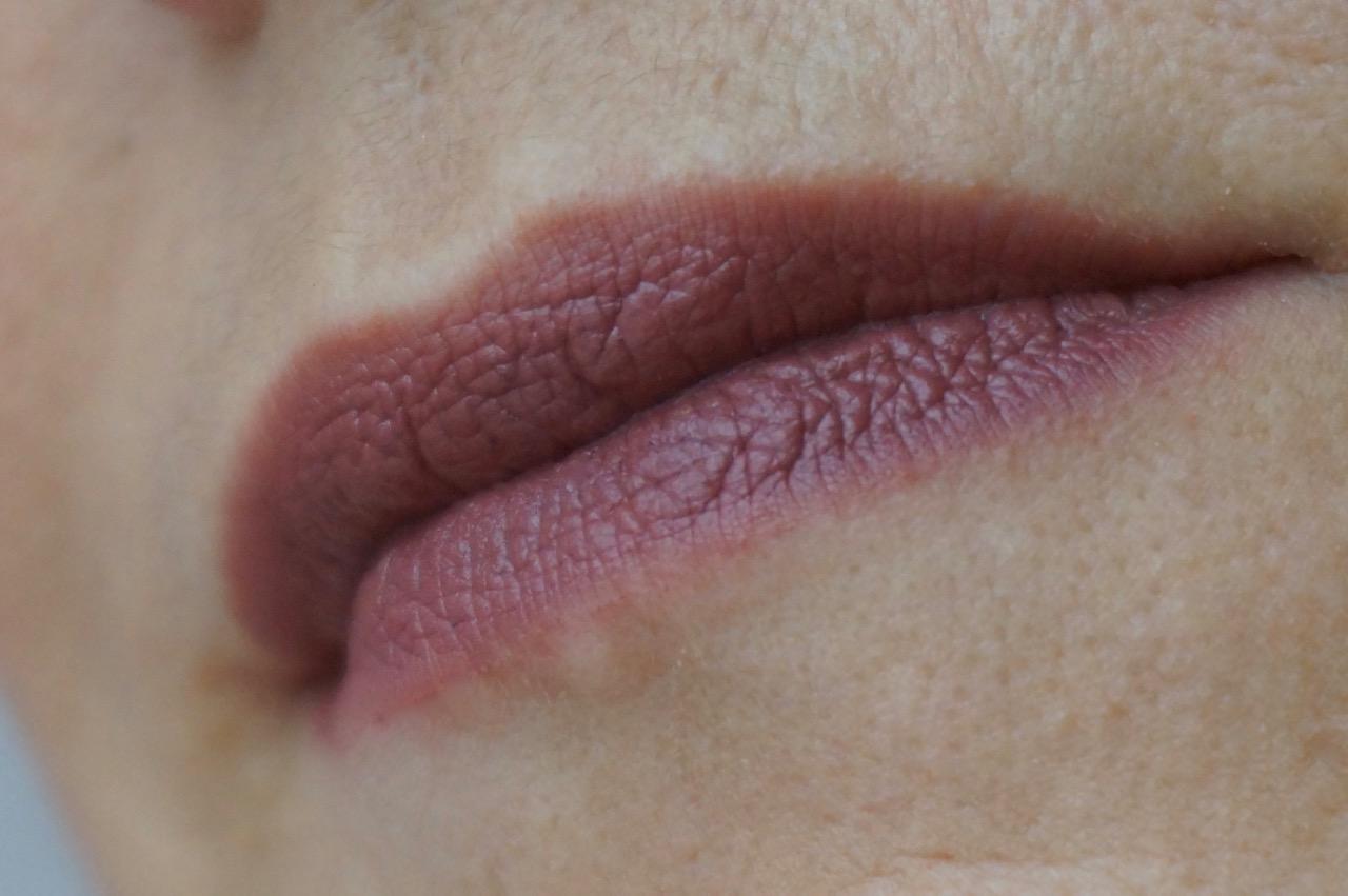 Clinique präsentiert die neuen Pop Lip Shadow Cushion Lip Powder - hochpugmentierte Lippenpuder in 8 Farbtönen.
