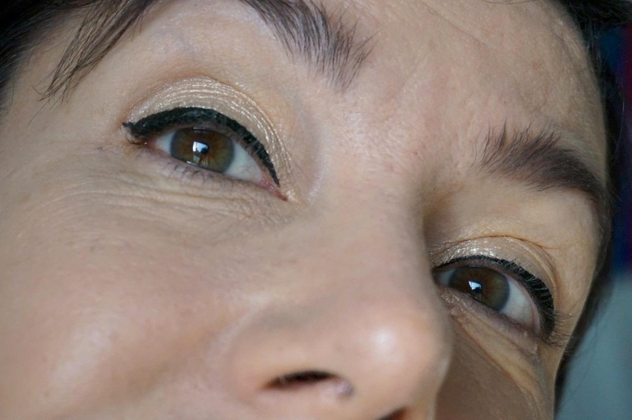 So geht Eyeliner. Ein Tutorial von Schminktante Anja Frankenhäuser.