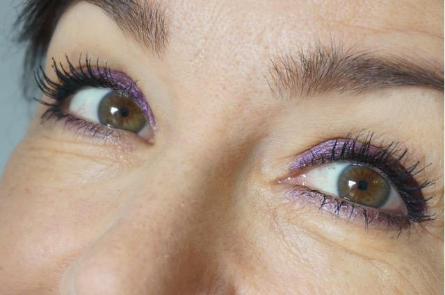 Schminktante und Make up Artist Anja Frannkenhäuser zeigt ein Make up Tutorial mit der Trendfarbe 2018 Ultraviolett.