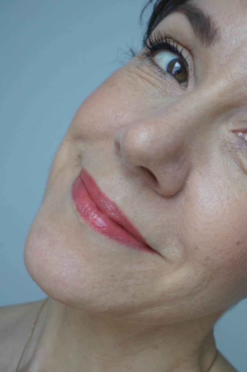 Der Frühjahr/Sommerlook 2018 von Clarins - auf jenseits der 40 noch ein Hingucker. Make up Tipps von der Schminktante.
