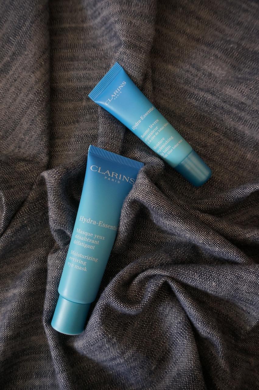 Die neuen Produkte der Clarins-Linie Hydra Essential mit LipBalm und Augenmaske