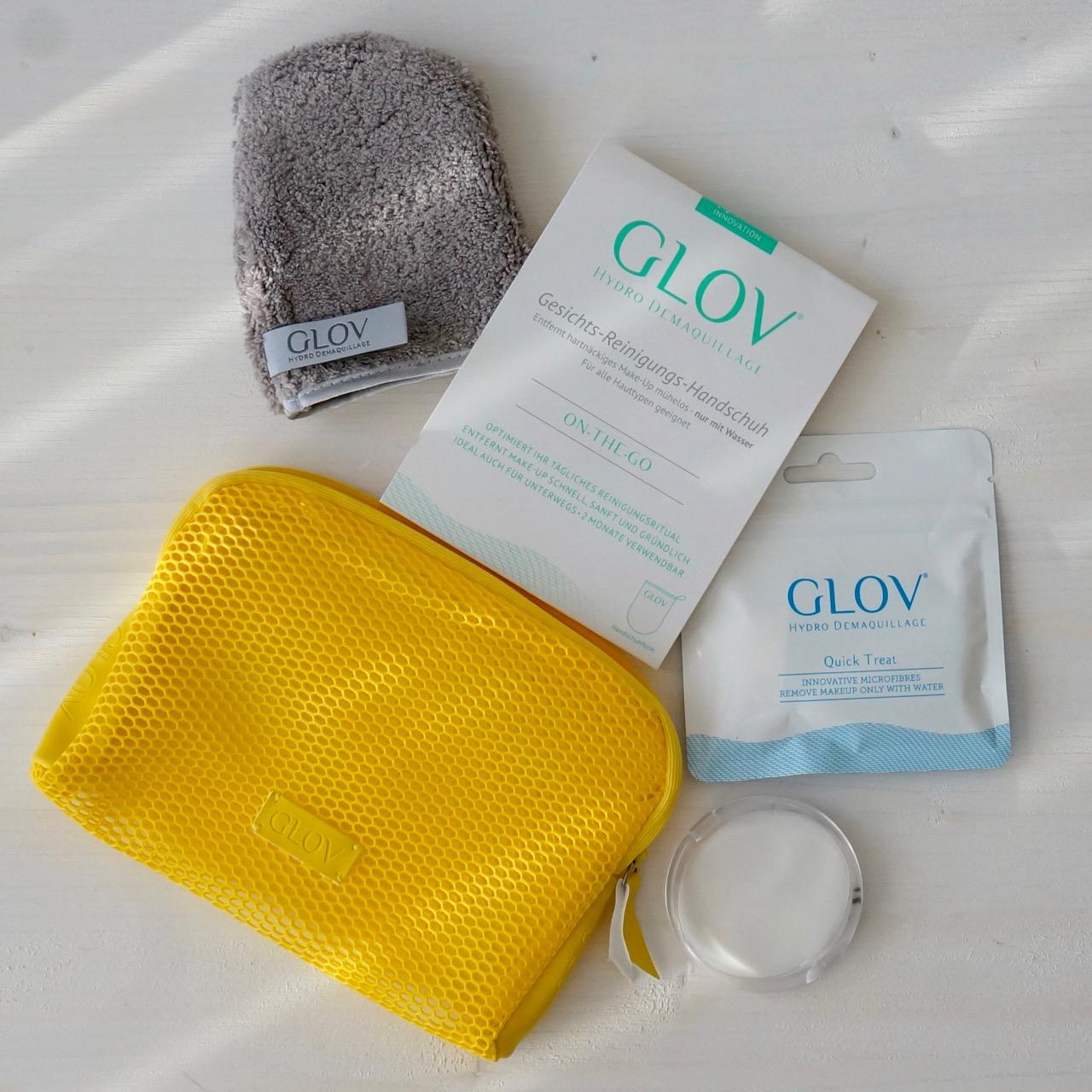 Der On the Go Mikrofaser Handschuh von Glov zur Gesichtsreinigung.