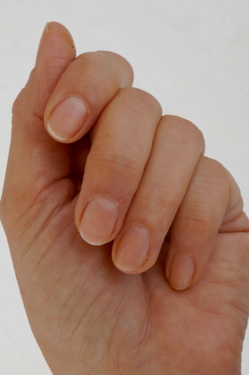 Auf vielfachen Leserwunsch zeigt Schminktante Anja Frankenhäuser Step by Step ihr Ritual zur Maniküre. Schöne und gepflegte Hände und Fingernägel.