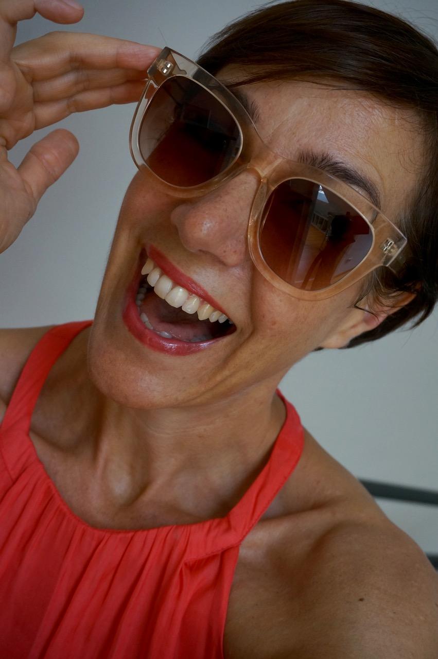 """Wie findet man die richtige Sonnenbrille? Gemeinsam mit Mister Spex zeigt euch Schminktante Anja Frankenhäuser die aktuellen Sonnenbrillen - Trends 2018 und verlose ein Modell der Linie """"Light & Feminin"""". Außerdem gibt es Tipps zur perfekten Form und Tönung."""