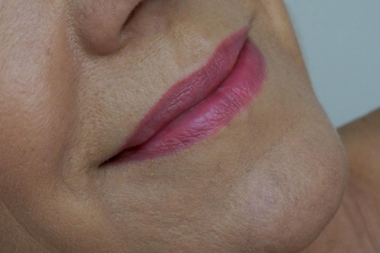 Schminktantes Beautylieblinge im Monat August. Mit dabei: Lip Stains von Clarins und Reinigung von Pixi Beauty.