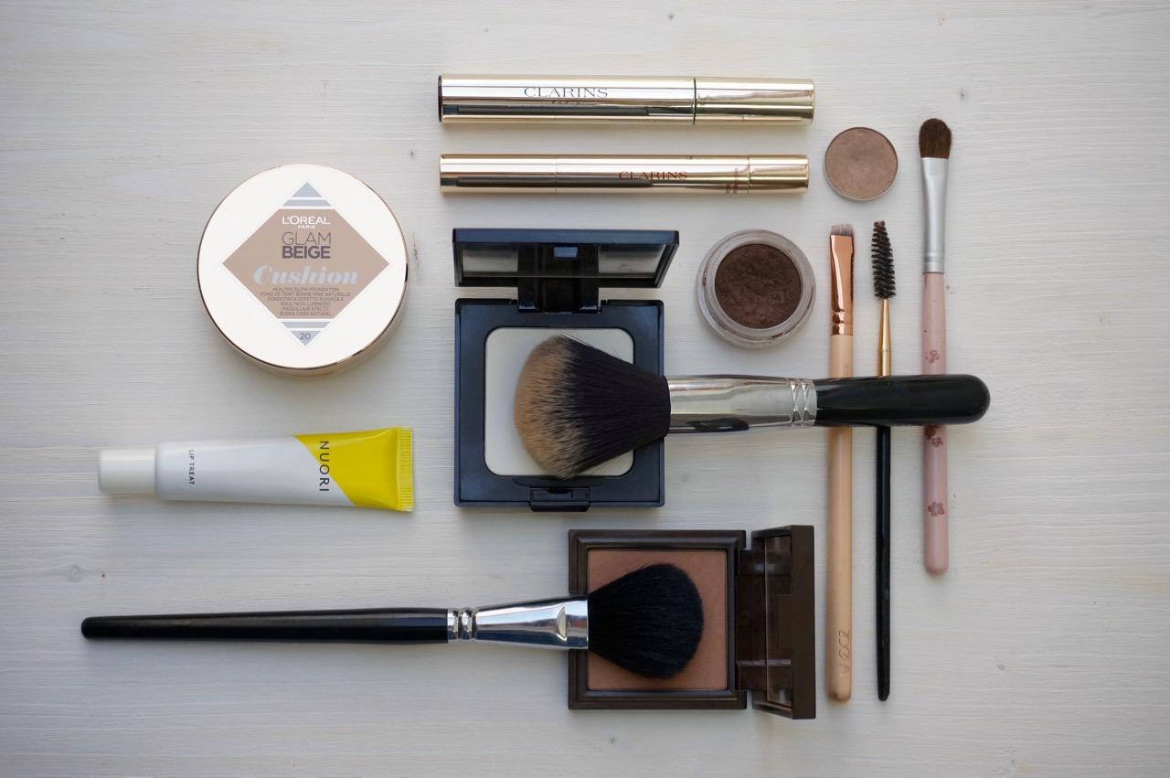 Utensilien für ein ganz natürliches Every Day Make up.