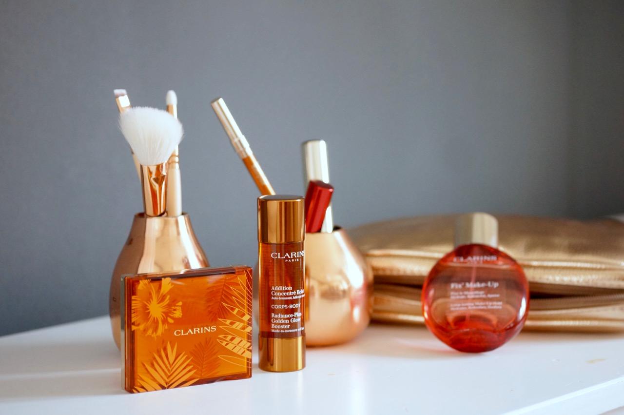 """Produkte für den Sommerlook """"Sunkissed"""" von Clarins."""