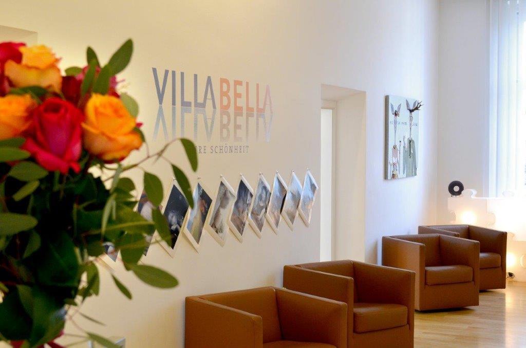 Wartezimmer und Empfang in der Villa Bella in München.
