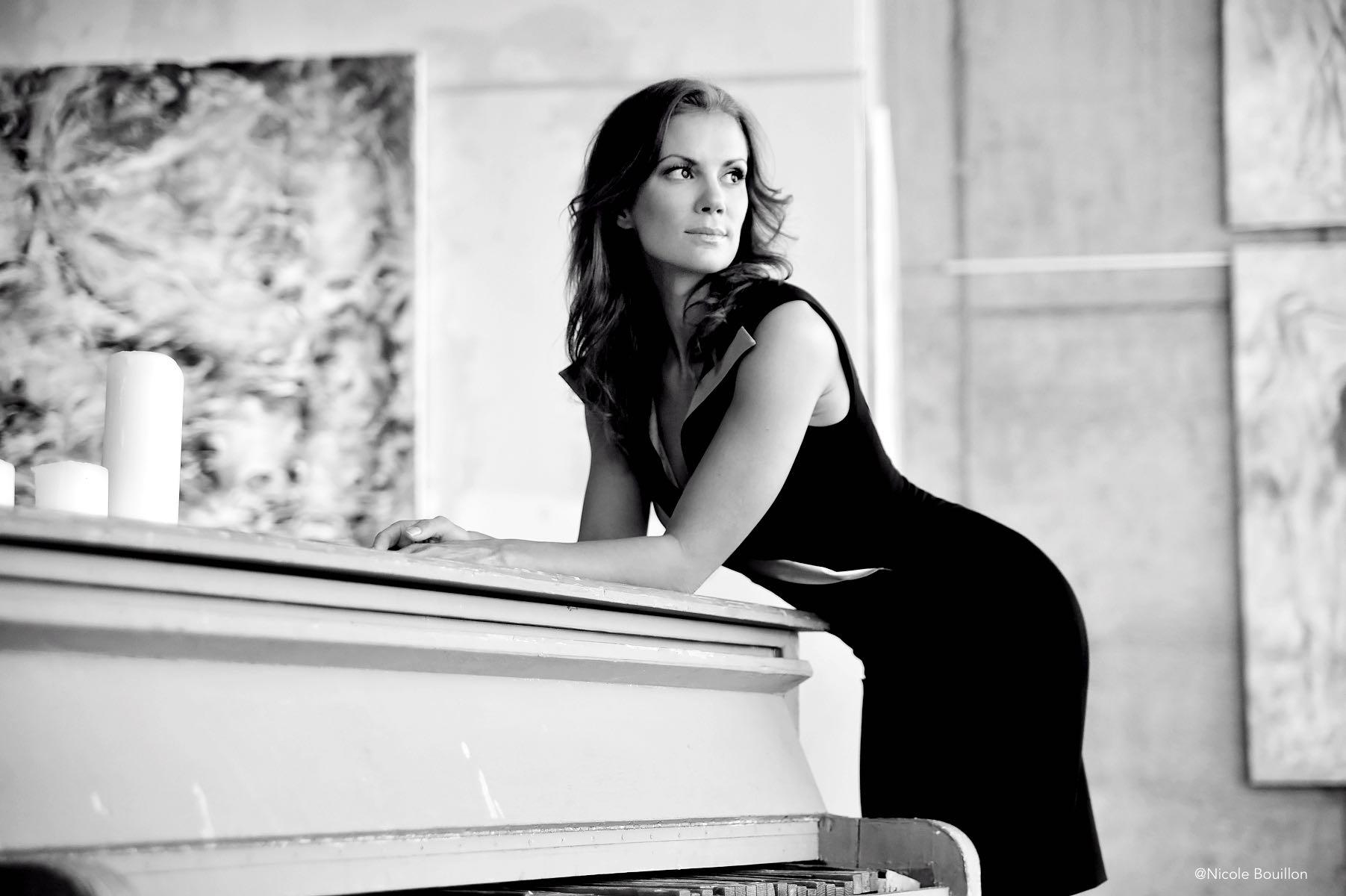 Moderatorin und Yoga Expertin Kerstin Linnartz über Beautyrituale im Beautyinterview der Schminktante.
