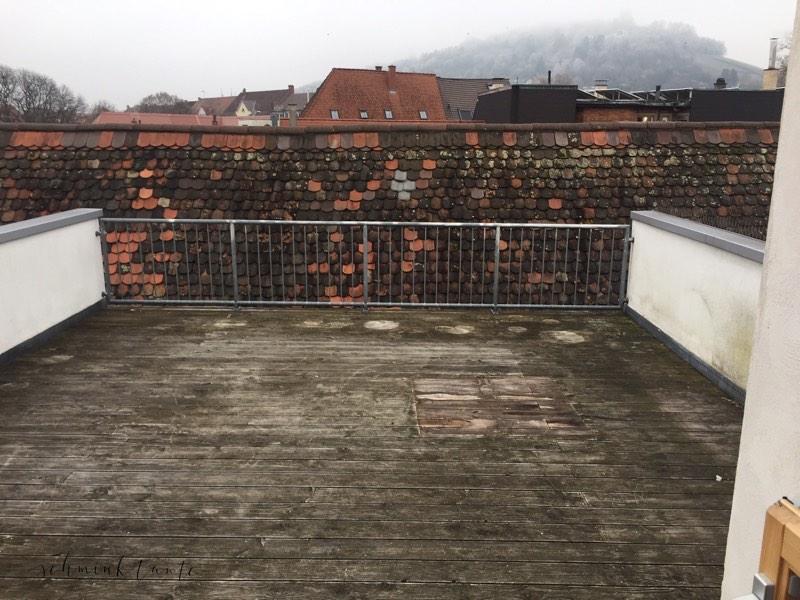 Die neue Dachterasse hat 30 Quadratmeter und schaut auf den Durlacher Turmberg.
