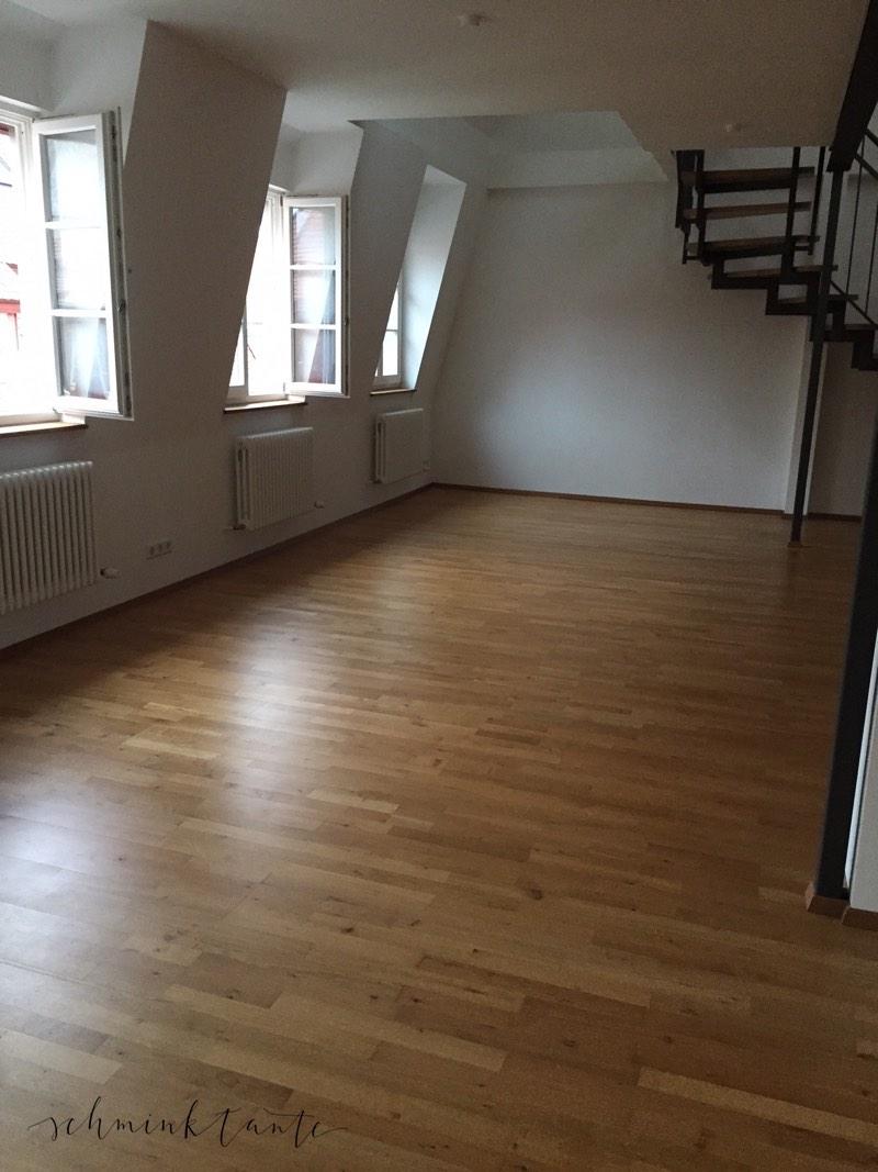 Gaubenfenster machen den großen Raum gemütlich, wenn erst die Möbel darin stehen.