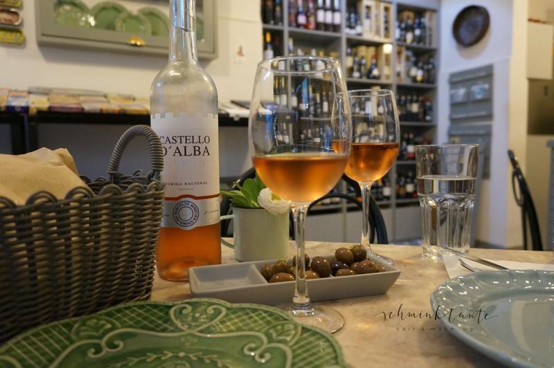 Essen3, Wein, Oliven, Tapas, Lissabon, Alfama. Lokal, Restaurant, Portugal, Lissabon, Travel, Reisen, Reise, Reisetipps, Schminktante
