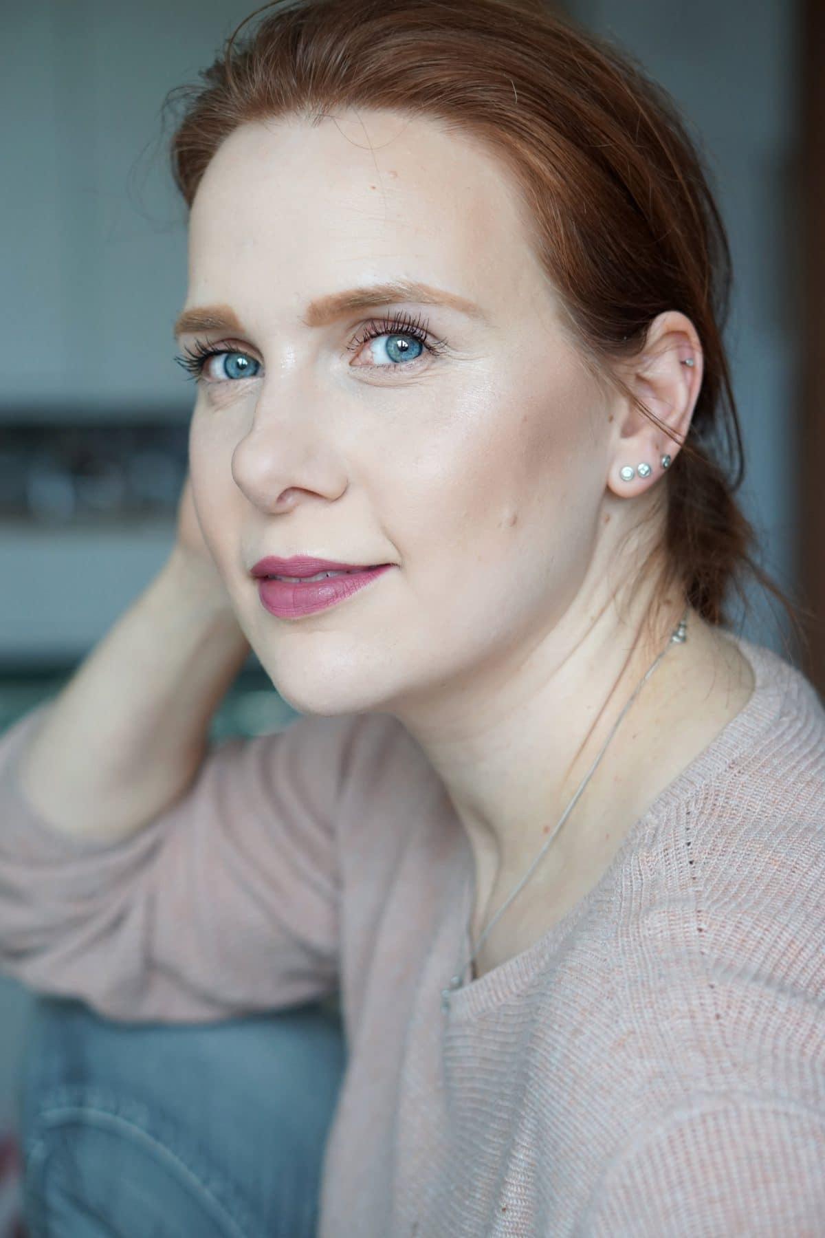 Seitensprung: Die Schminktante und Der blasse Schimmer im Beautydialog. Folge 1: Beauty Essentials.
