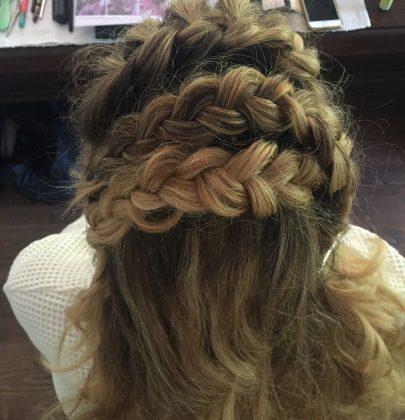 Brautlounge: Rapunzel vor dem Traualtar