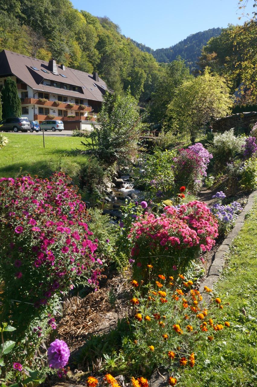 Warum in die Ferne schweifen, wenn das Gute liegt so nah? Schminktante Anja Frankenhäuser hat Urlaub im Schwarzwlad gemacht und dabei das zauberhate Hotel Die Halde entdeckt.
