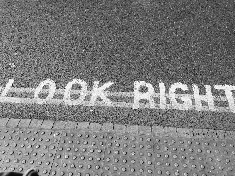 Look right, Rechtsverkehr in London.