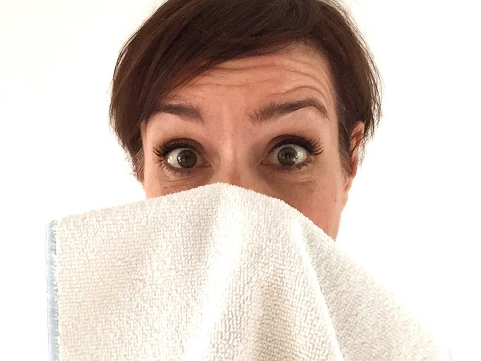 Mikrofasertücher eignen sich hervorragend zur milden Gesichtsreinigung nur mit Wasser, alles über Mikrofaser erfahren im Blog der Schminktante.