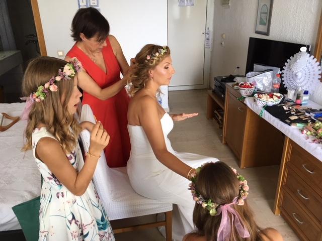 Schminktante Anja Frankenhäuser als Profi Make up Artist wird auch für Hochzeiten und Brautstylings im Ausland gern gebucht - neulich ging es nach griechenland zu einer Strandhochzeit.