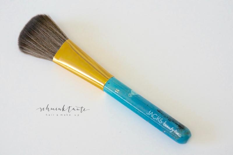 Weicher Puderpinsel (neu) aus Jacks Beauty Line auf dem Beautymarkt der Schminktante.