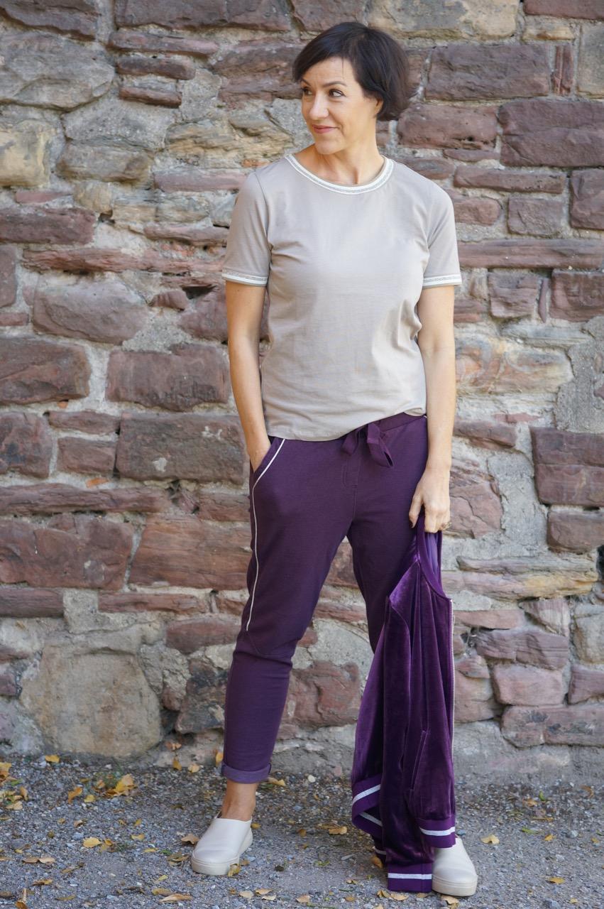 Beerentöne sind Trendfraben im Herbst 2018. Gemeinsam mit KLINGEL FAshion zeigt Schminktante Anja Frankenhäuser einen sportiven Look und gibt die besten Schminktipps zum neuen Farbtrend.