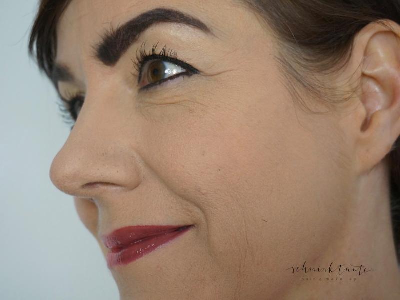Ein zu dunkler Lippenstift lässt Lippen schmaler wirken.