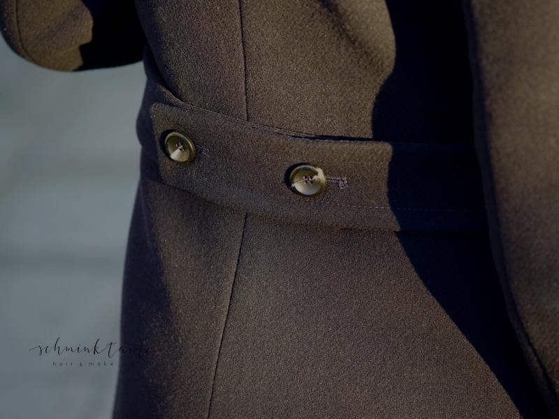 Rückansicht meines Mantel im Militarylook.