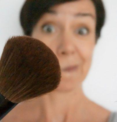 Schminktipps: Wie man mit Rouge Gesichter modellieren kann