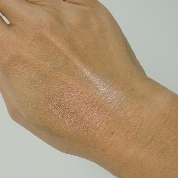 Anti Aging und ein Make up im Metallic Look schließen sich keineswegs aus. Schminkprofi Anja Frankenhäuser verrätdie besten Tricks dazu.