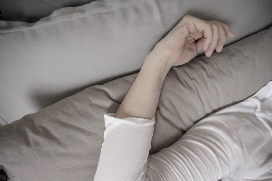 Tipps für einen erholsamen Schlaf von der Schminktante.