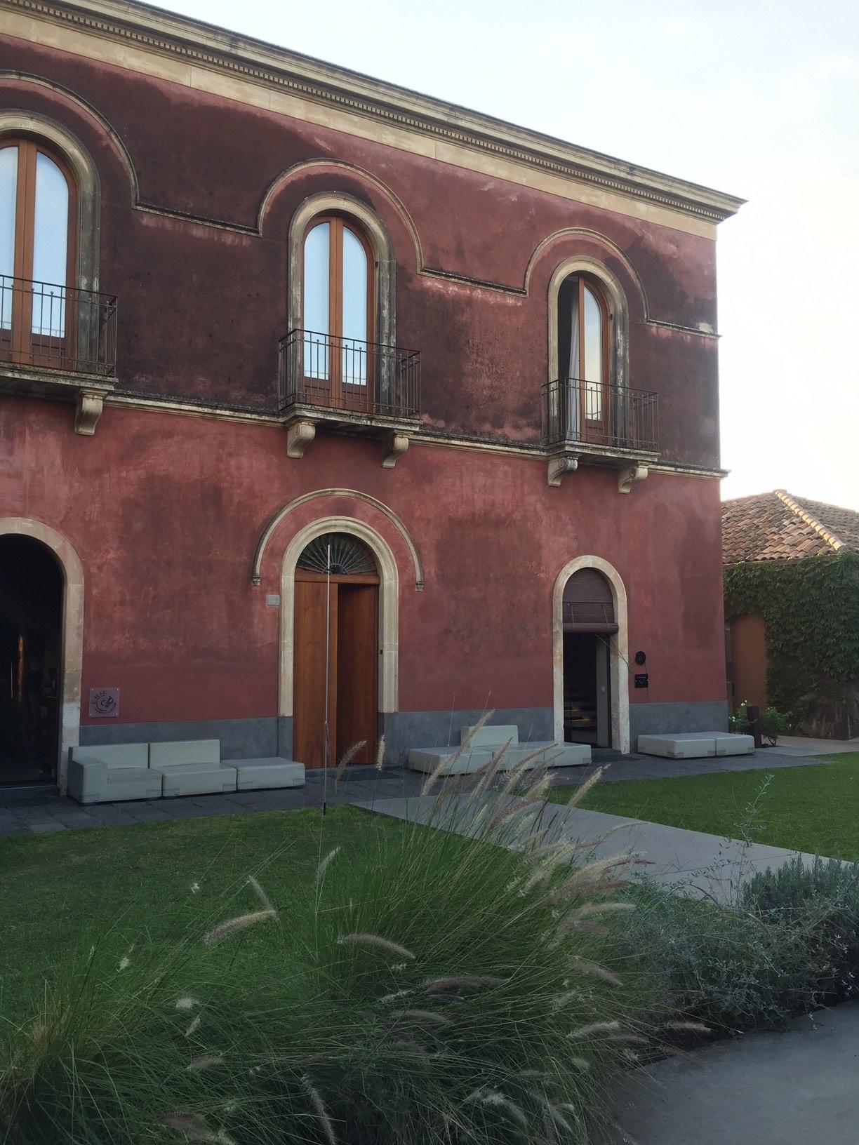 Unterwegs in Italien: Sizilien - Reisen rund um den Ätna. Vulkan, Natur, Boutiquehotels.