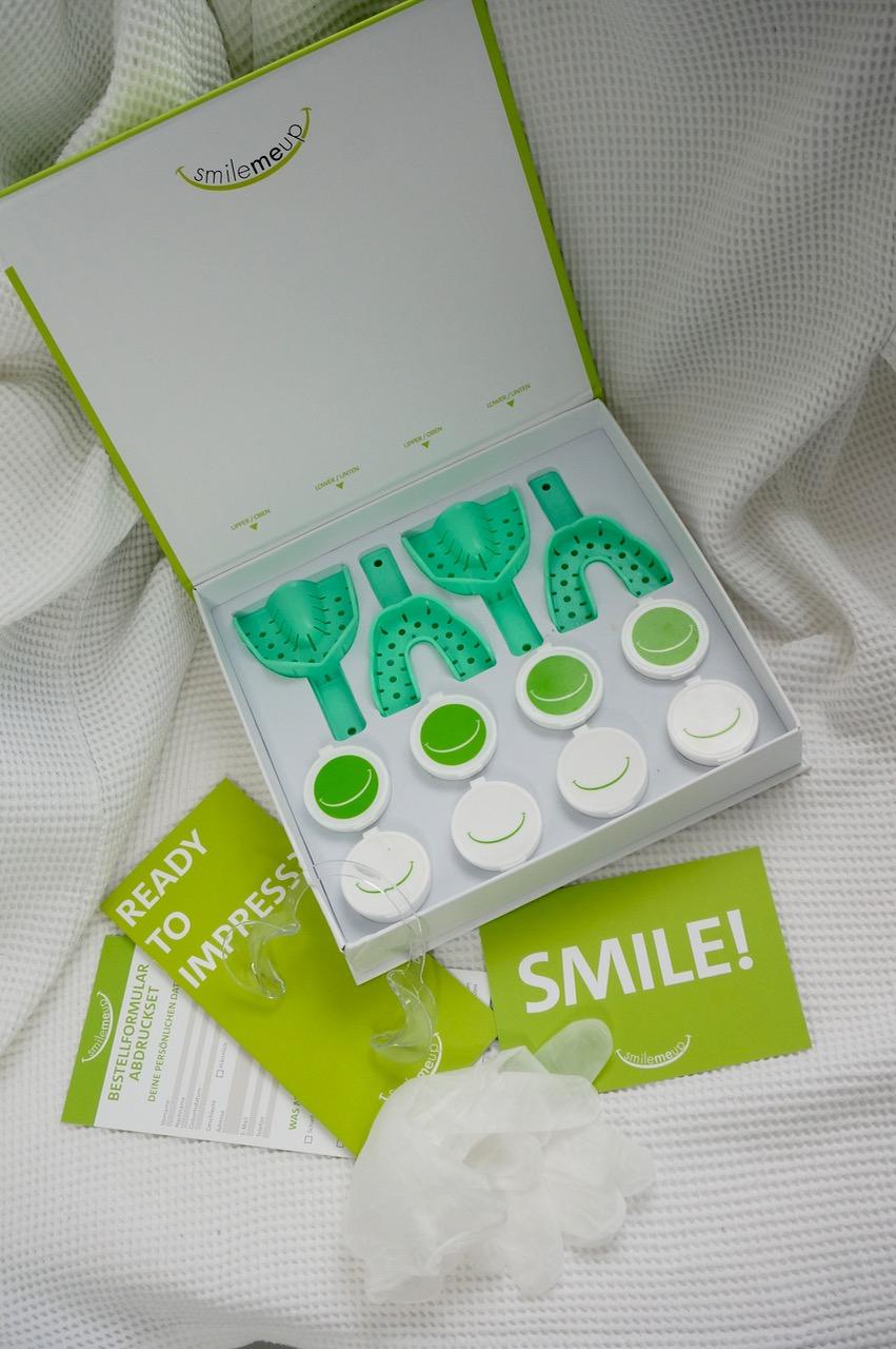 Schminktante Anja Frankenhäuser hat das Zahnkorrektursystem von SmileMeUp getestet und verlost ein Abdruckset an ihre Leser. Zahnkorrektur, gerade Zähne, Zahnschienen, Zahnspange, unsichtbar, Schminktante, Anja Frankenhäuser, beauty, Beautyblog, Ästhetik