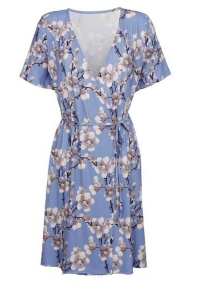 Die Schminktante stellt sich der Challenge: Style ein Sommerkleid für 4 verschiedene festliche Anlässe!