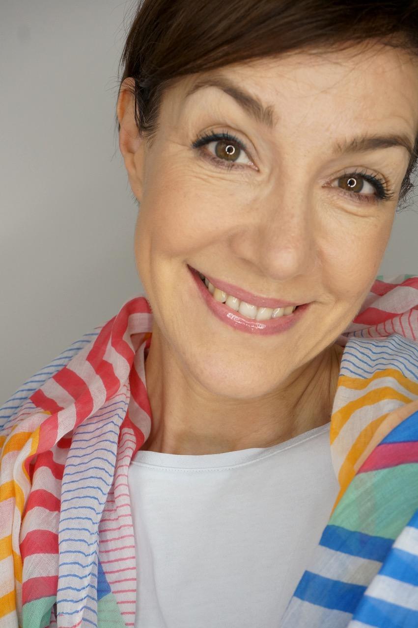 In einer Kooperation mit der Zalando Lounge zeigt Schminktante Anja Frankenhäuser passend zu den angesagten Modetrends auch Make up Looks, die die Outfits harmonisch komplettieren.