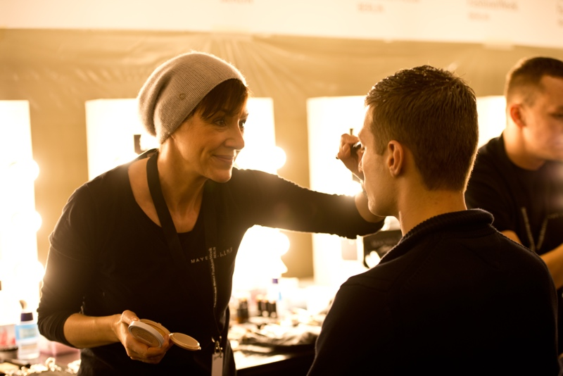 Make up backstage für Fashionshow mit der Schminktante.