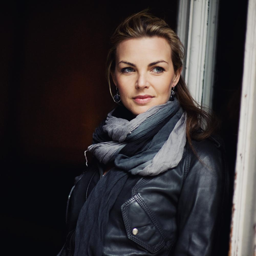 Im Beautyinterview plaudert Schminktante Anja Frankenhäuser im Monat Dezember mit Radio- und Fernsehmoderatorin Annika Lau (vormals Kipp) über Schönheit und alles, was dazu gehört.