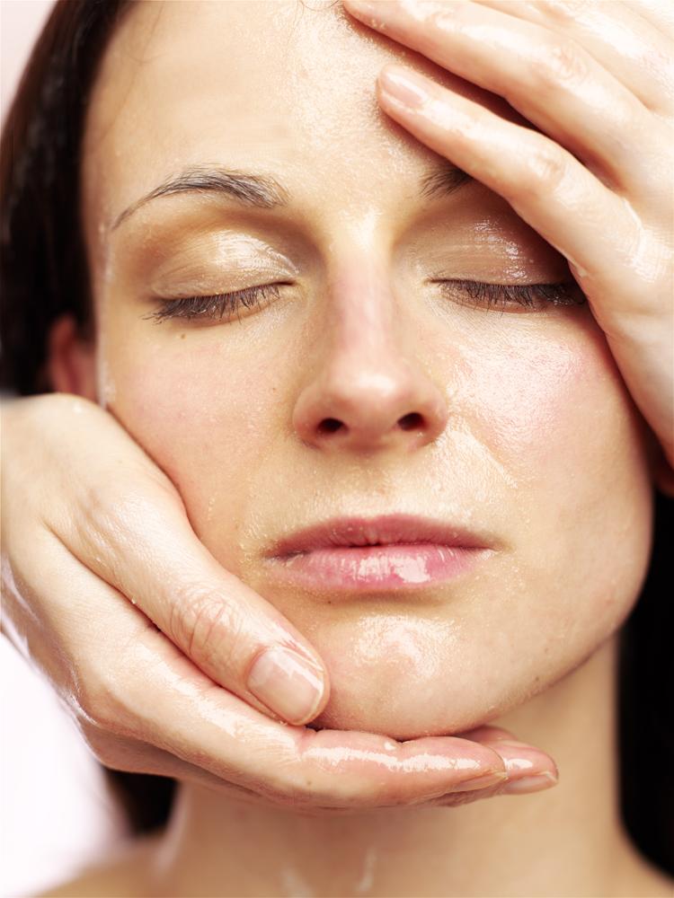 Jede Haut braucht Feuchtigkeit. Deshalb sollte man immer auf eine gute Hautpflege achten!