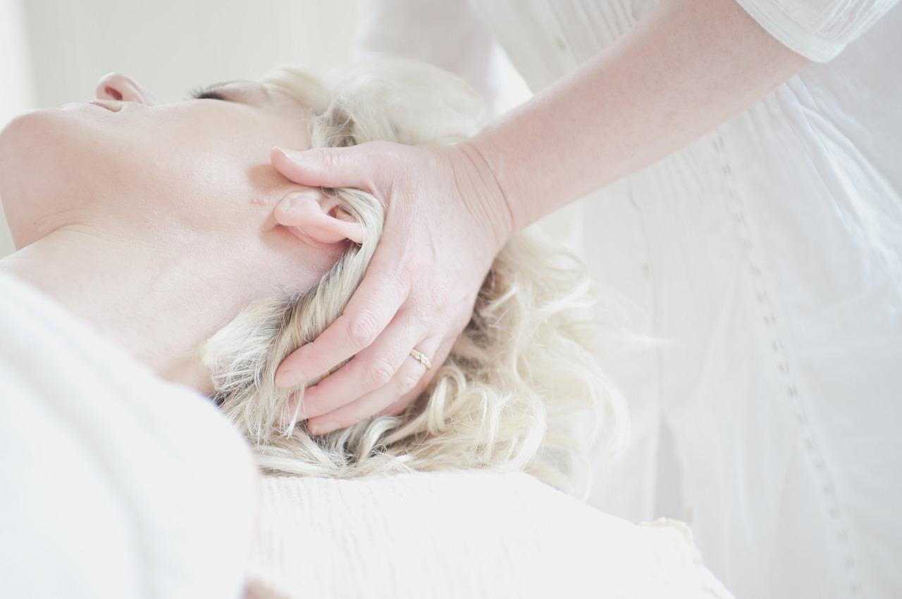 Wie findet man ein gutes Kosmetikstudio? Auf dem Weg zum Profi gibt Schminktante Anja Frankenhäuser hilfreiche Tipps, worauf ihr achten könnt.