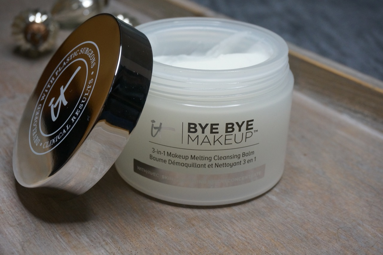 Beautyliebling im Januar: Schminktante Anja Frankenhäuser empfiehlt den bye Bye Make up Balm von it cosmetics. it_cosmetics_Make up remover, Augen, AMU-Entferner, Gesichtsreinigung, it cosmetics, Balm, Reinigungsbalm, Schminktante, Make up, Beauty, Hautpflege, Anja Frankenhäuser, beautyblog, Top-Blog